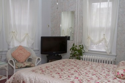 Serendipity Bed & Breakfast Romantically Rose Room