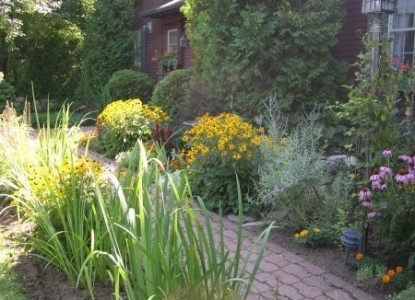 The Cabernet Inn garden