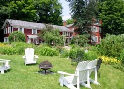 Hickory Ridge House Bed & Breakfast  side of inn