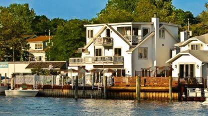 Bayside Inn front of inn