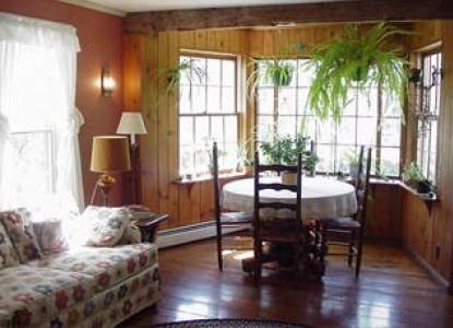Mountain View Inn, lounge area
