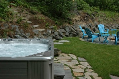 Mt. Rainier Cabins at Three Bears Lodge jacuzzi