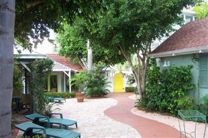 Sea Breeze Manor Bed and Breakfast Inn-Walkway