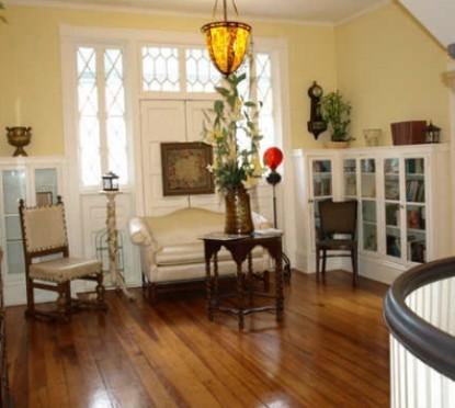 The Riverdale Inn, living room