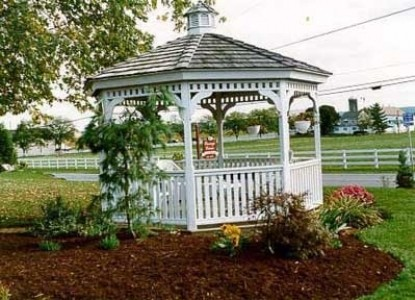 Carriage Corner Bed & Breakfast, gazebo