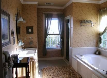 Elm Street Creek Manor, Austrian Suite