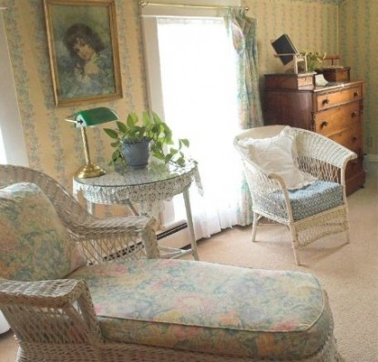 White Lace Inn Bed & Breakfast long couch