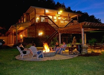 Sojourner's Lodge & Log Cabin Suites, fire pit
