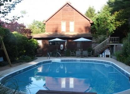 Applewood Inn & Llama Trekking pool