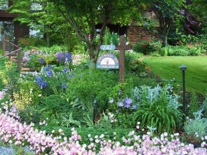 Applewood Inn & Llama Trekking garden