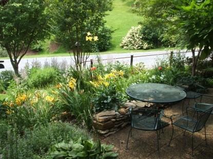 Applewood Inn & Llama Trekking patio