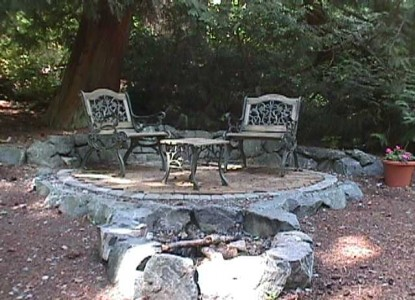 A Cottage Creek Inn Bed and Breakfast outside seating
