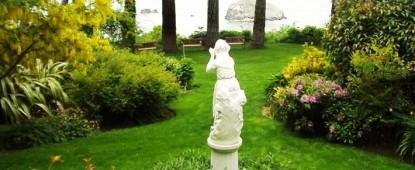 The Lost Whale Bed & Breakfast Inn garden