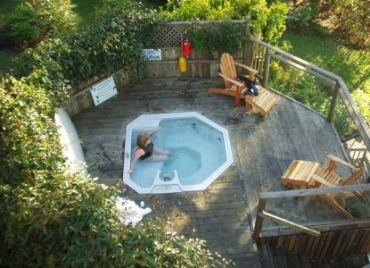 The Lost Whale Bed & Breakfast Inn hot tub