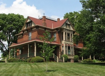 Stone-Yancey House Bed and Breakfast front of inn