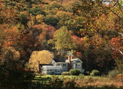 Serene, romantic country retreat. Mountains, streams, whirlpool tubs, wood burning fireplaces. Near wineries and Monticello.