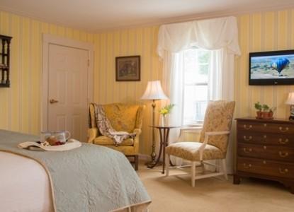 Deerfield Inn bedroom