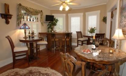 The Beach Drive Inn Bed & Breakfast dining area