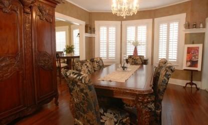 The Beach Drive Inn Bed & Breakfast dining table