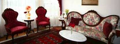 Pacific Victorian Bed & Breakfast couches