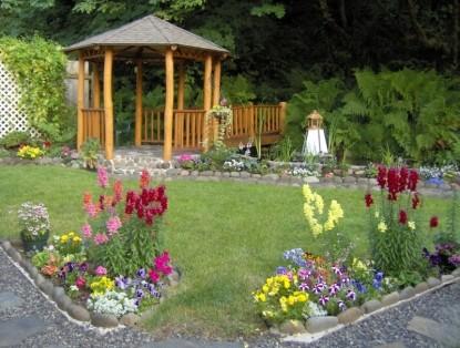 Clackamas River House, gardens