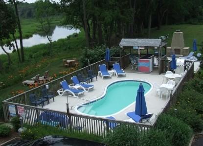 Lazy L at Willow Creek, swimming pool