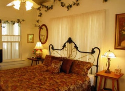 Meyer Bed and Breakfast on Cypress Creek bedroom