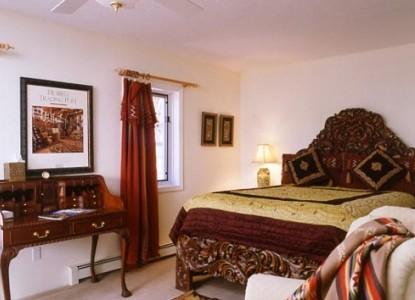 Casa Blanca Bed and Breakfast Inn courtyard room