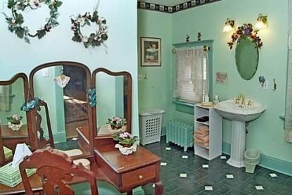 The Homespun Country Inn, Frank and Alma's Room