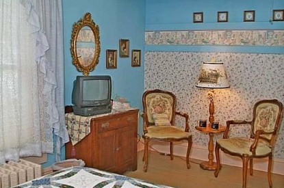 The Homespun Country Inn, Miss Allman's Room