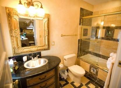 Gramercy Mansion Bed & Breakfast bar harbor bathroom