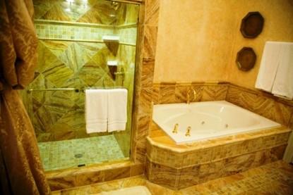 Gramercy Mansion Bed & Breakfast bath