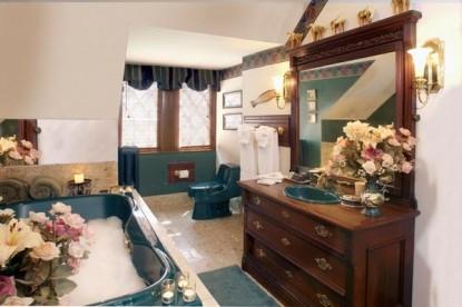 Gramercy Mansion Bed & Breakfast Hunt room