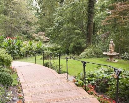 Gramercy Mansion Bed & Breakfast walkway