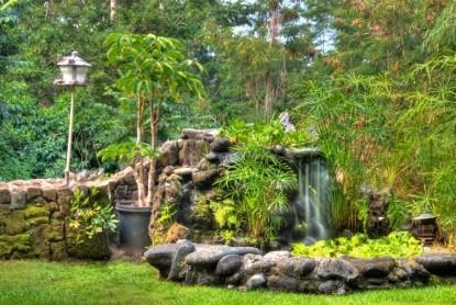 Hale Maluhia Country Inn (House of Peace) water fountain