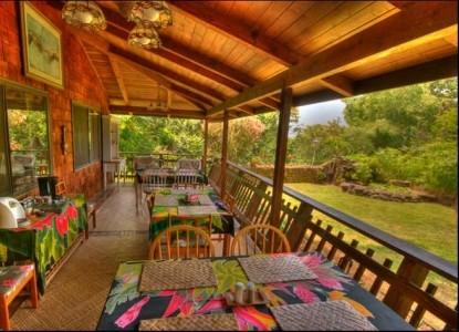 Hale Maluhia Country Inn (House of Peace) dining