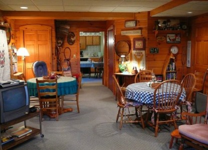 Fields of Home Lodge and Cabins dining room