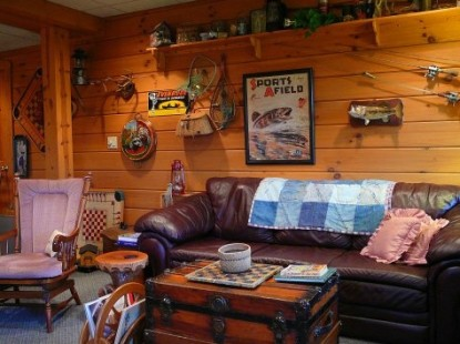 Fields of Home Lodge and Cabins couch
