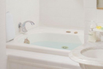 West Hill House Bed & Breakfast, Allen Suite tub