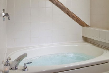 West Hill House Bed & Breakfast, Wildflower Room whirlpool tub