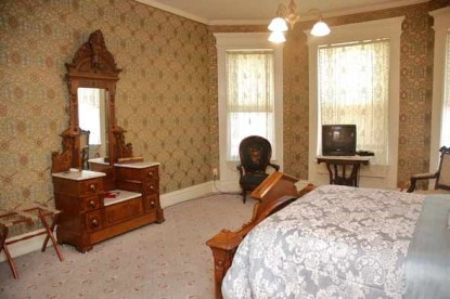 The Grand Anne Bed & Breakfast dresser