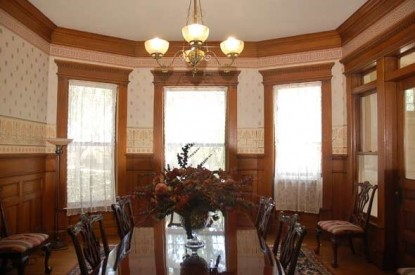 The Grand Anne Bed & Breakfast dining room