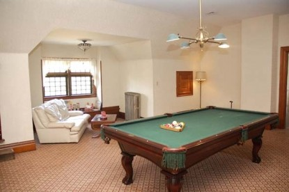 The Grand Anne Bed & Breakfast pool table