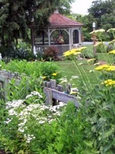 Flowers & Thyme Bed & Breakfast, gazebo