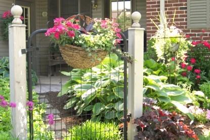 Flowers & Thyme Bed & Breakfast, flowers gate