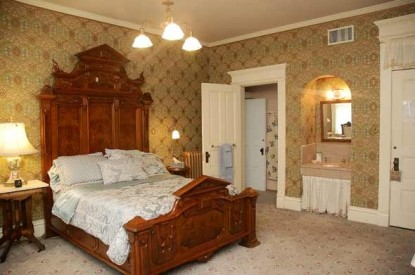 The Grand Anne Bed & Breakfast bedroom