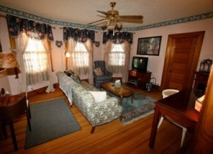 Holden House 1902 Bed & Breakfast, pikes peak suite