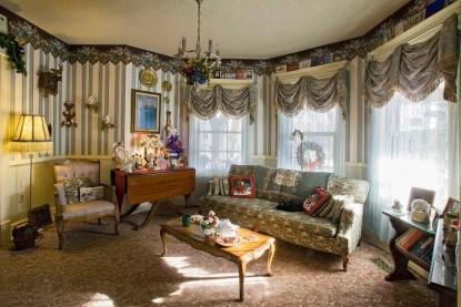 Holden House 1902 Bed & Breakfast, Christmas decor