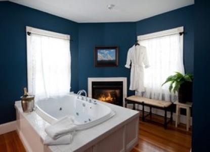 York Harbor Inn bathroom