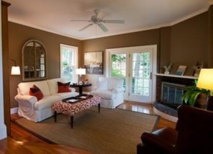 York Harbor Inn couches